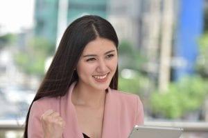 Girl Getting A Cash Advance Online